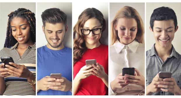Mengapa Kita Hobi Posting Sesuatu di Media Sosial?