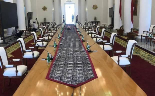 Jokowi Gelar Rapat Tatap Muka di Tengah Pandemi, Jarak Kursi 2 Meter