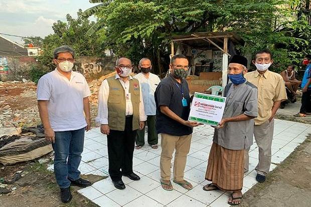 Sinar Mas Land Serahkan Paket Bahan Pangan ke Warga Pondok Karya