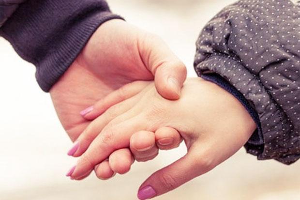 Efek Ajaib Menggenggam Tangan Pasangan, Yuk Praktekkan