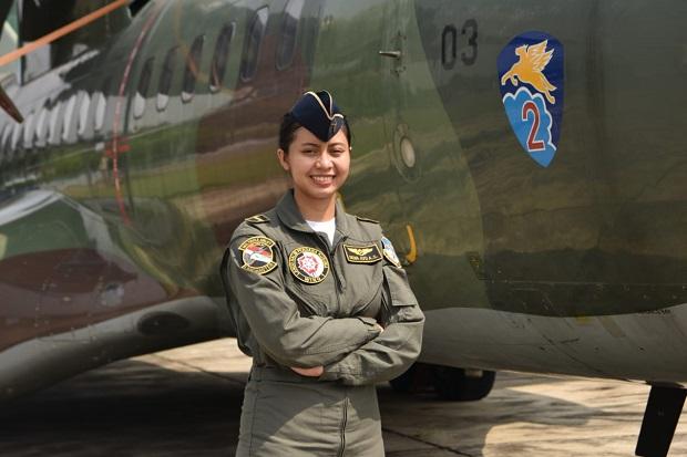 Letda Kal Dewa Ayu, Load Master Wanita Pertama TNI AU