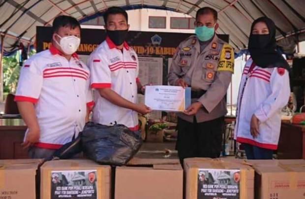 Giliran Red Gank Salurkan Paket Sembako untuk Korban Banjir di Bantaeng