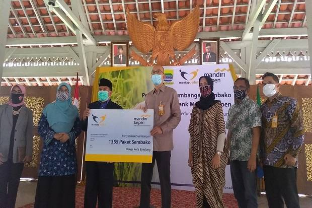Bantu Lansia Terdampak Covid, Bank Mantap Serahkan 1.355 Paket Sembako
