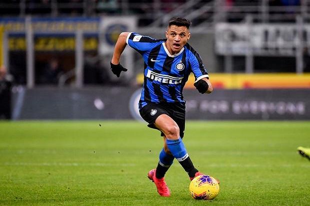 Bos Inter Akui Tak Mudah Perpanjang Masa Pinjaman Sanchez dan Moses
