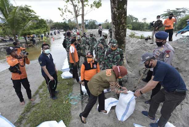 IDP Pimpin Pembuatan Tanggul Darurat di Bantaran Sungai Masamba