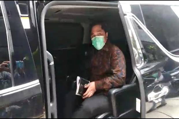 Datang lewat Pintu Belakang, Erick Thohir Buru-buru Tinggalkan KPK