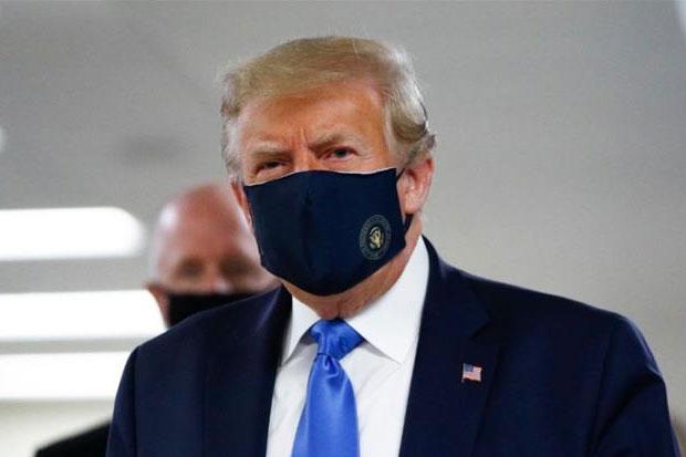 Trump Kenakan Masker untuk Pertama Kalinya di Tempat Umum