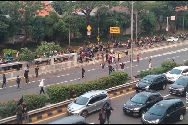 Demo depan Gedung DPR, Massa Coba Blokade Jalan Tol dalam Kota