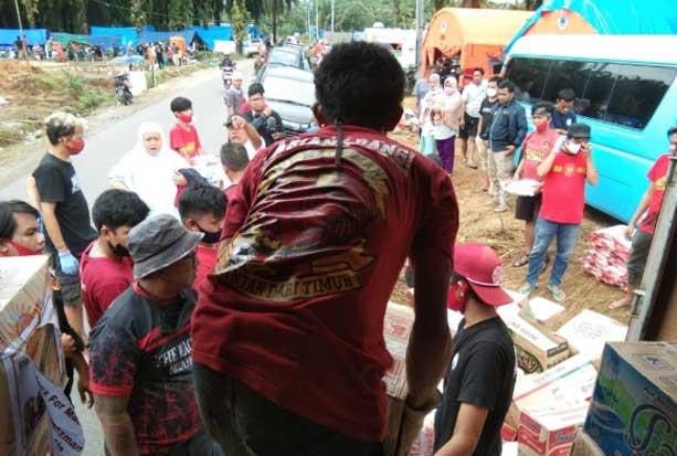 Tempuh 450 Km, The Macz Man Salurkan Bantuan untuk Korban Bencana di Lutra