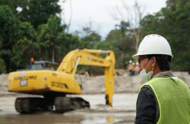 41 Alat Berat Dikerahkan Normalisasi Sungai di Kabupaten Lutra