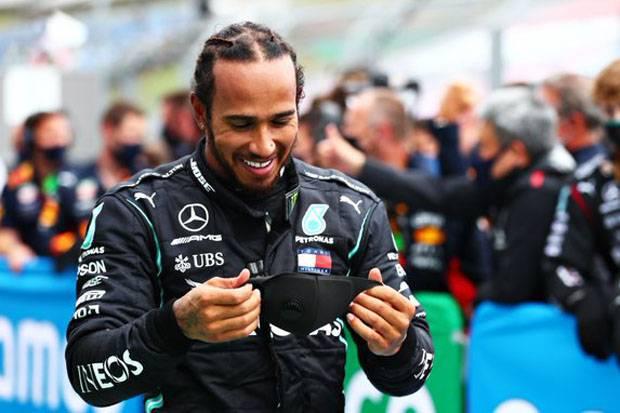 Hamilton Kesulitan di Suhu Panas dan Berangin Sirkuit Silverstone