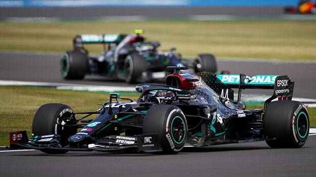 Mobil Bottas Terbakar, Lewis Hamilton Kampiun di Sirkuit Silverstone