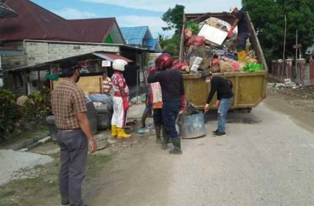 Pemkab Lutra Gencarkan Layanan Angkut Sampah Pascabanjir Bandang