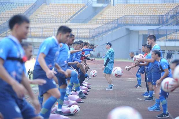 Robert Sambut Positif Latihan Perdana Persib Bandung