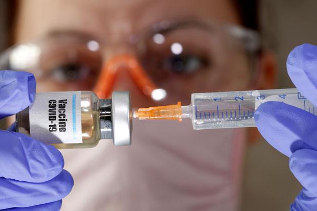 Takut Terinfeksi Penyebab Maraknya Vaksin Corona Abal-Abal