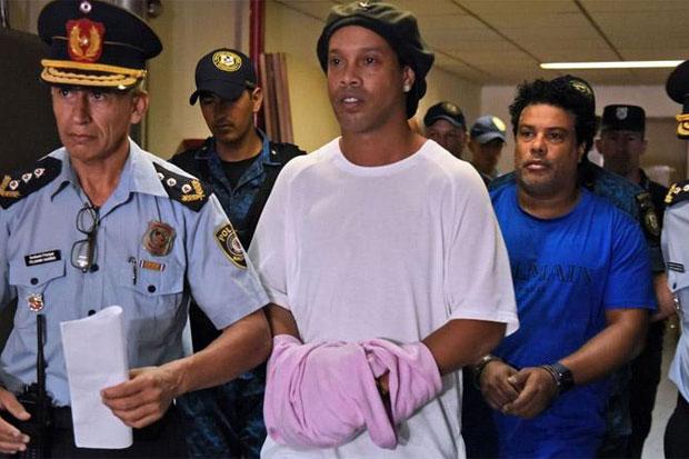 Ironi Ronaldinho, Dulu Bintang Lapangan Hijau Kini Menjadi Pesakitan