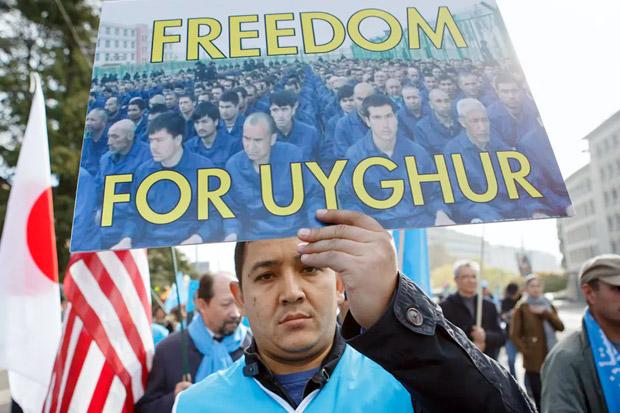 Biden dan Trump Kutuk Perlakuan China Terhadap Muslim Uighur