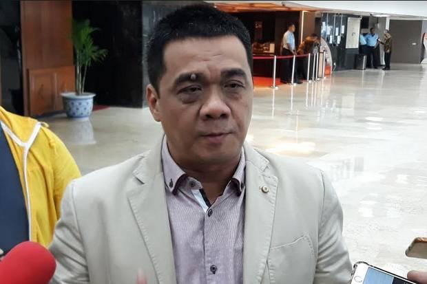 Aktif di Medsos, Sastrawan Mpu Jaya Prema Apresiasi Riza Patria