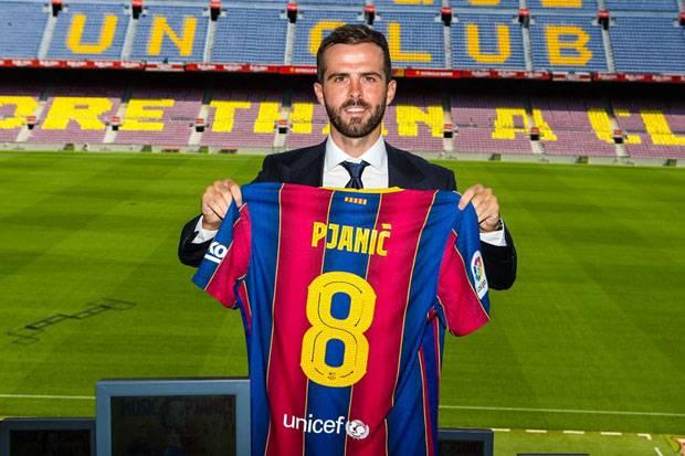 Berapakah nilai transfer Pjanic ke Barcelona?