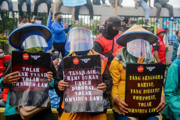 Raksasa Sawit Disebut Dukung Praktik Deforestasi lewat RUU Cipta Kerja