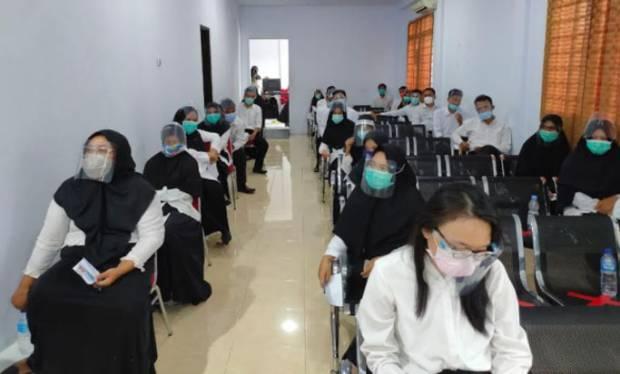 Peserta dan Panitia Kompak Gunakan Faceshield dan Masker Saat Tes CPNS Barru