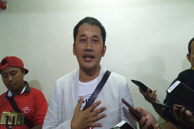 Hanung Bramantyo: Please Mohon Dikaji Ulang Pak Jokowi