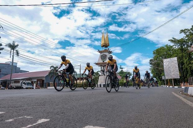 Tempuh 185 Kilometer, MCC Gowes dari Makassar ke Pinrang