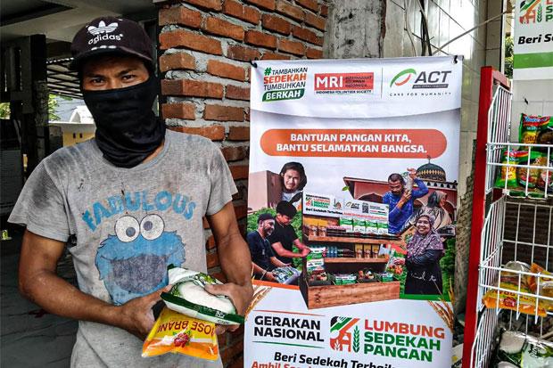 ACT Ajak Masjid di Makassar Bagikan Sembako Gratis dengan Konsep Unik