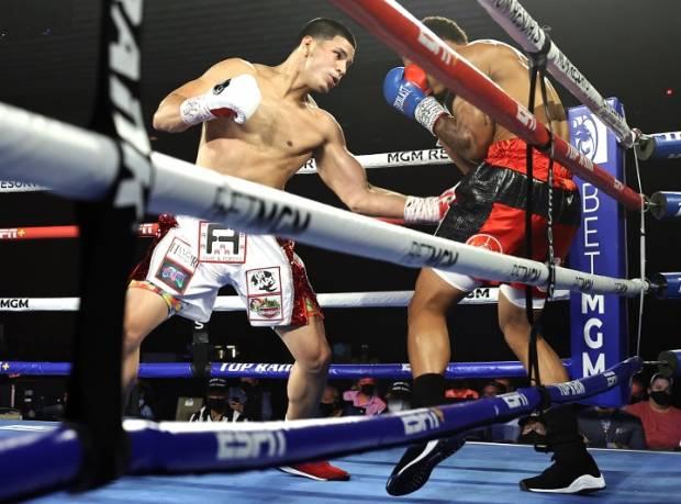 KO Sadis Edgar Berlanga Perpanjang Rekor Menang 15 KO Ronde 1!