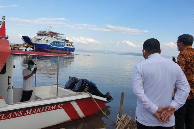 Gubernur Serahkan Bantuan Ambulans Laut dan Kapal RoRo Senilai Rp34,1 Miliar