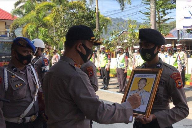 2 Personel Polres Tana Toraja Diberhentikan Secara Tidak Hormat