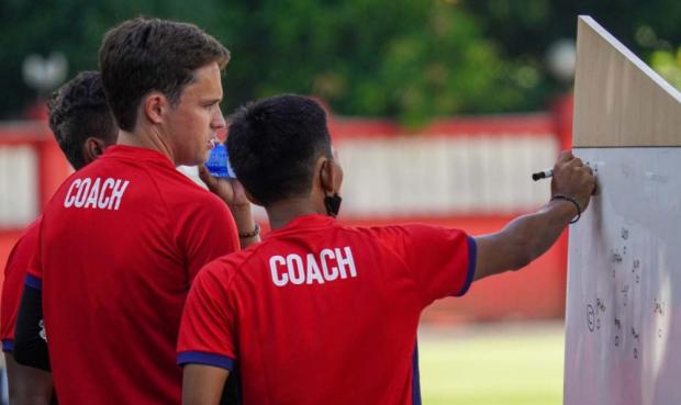Paham Kultur Sepak Bola Indonesia, Paul Munster Tidak Kaget Liga 1 Ditunda