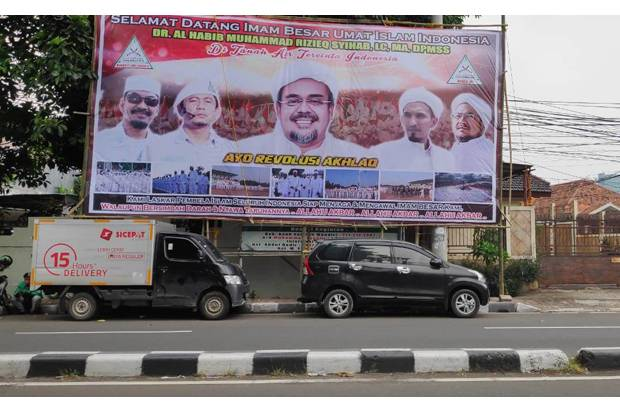 Sambut Kepulangan Habib Rizieq, Baliho Raksasa Terpasang di Jalan KS Tubun