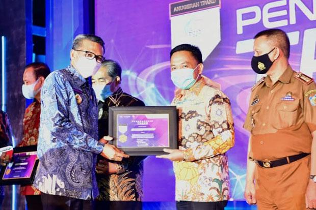 OJK Beri Penghargaan Pada Program Asuransi Pertanian Bantaeng
