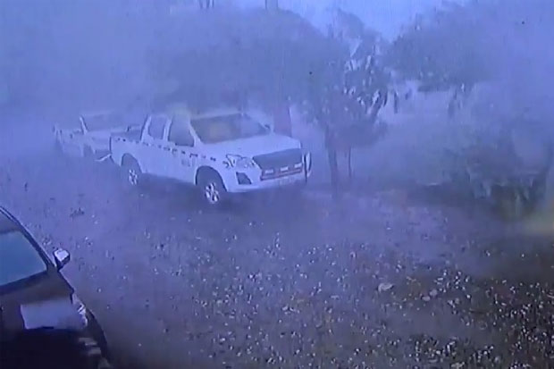 Angin Puting Beliung Mengamuk di Luwu Timur Terekam CCTV Warga