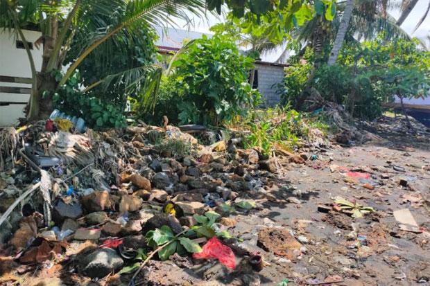 Sampah Masih Berserakan di Pantai Lampia, Warga Minta Solusi yang Lebih Baik