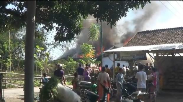 Tragis, Pasutri Terbakar Bersama Rumah yang Ditinggali