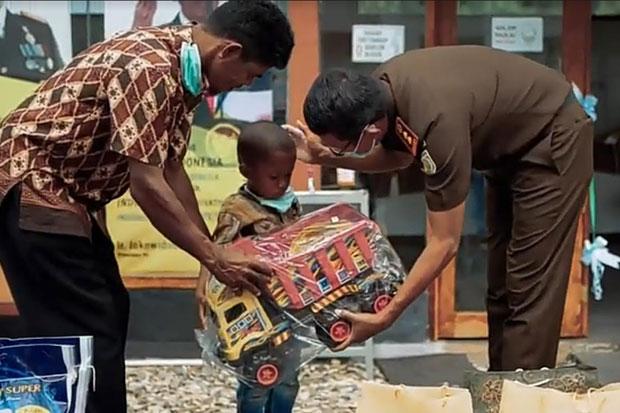 Kejari Beri Bantuan ke Bocah di Luwu Timur yang Dicekoki Miras