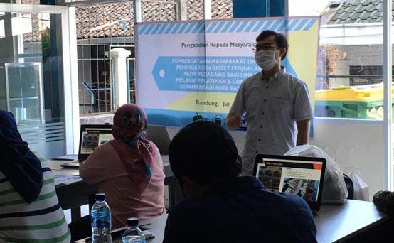 Gairahkan UMKM Kota Bandung, LPPM Unisba Gelar Pelatihan Aplikasi E-Commerce untuk Pedagang Kaki Lima