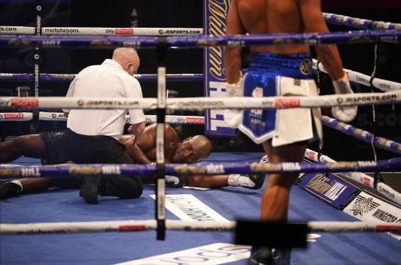 Kalah KO Brutal Ronde 2, Richard Lartey Terkapar Pingsan di Ring