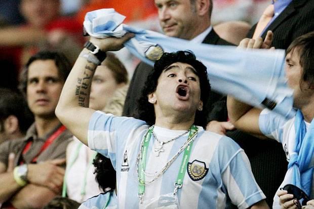 Diego Maradona; Dewa Sepak Bola Pencipta Gol Tangan Tuhan