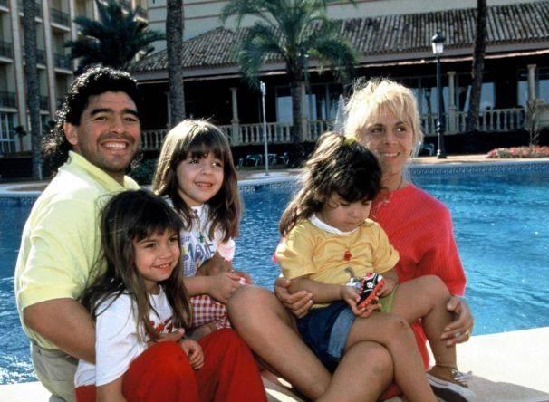 Kisah Hidup Diego Maradona: Drama Keluarga, Harta, Takhta, Wanita