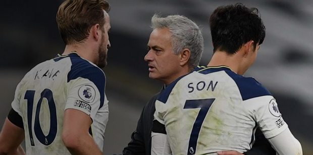 Jose Mourinho Panasi Tensi Jelang Bentrok Lawan Chelsea