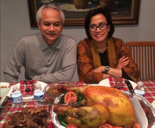 Rayakan Thanksgiving, Sri Mulyani Masak Kalkun Panggang Buat Suami