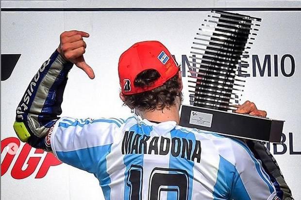 Maradona Hadir di Garasi Yamaha hingga Cium Tangan Rossi
