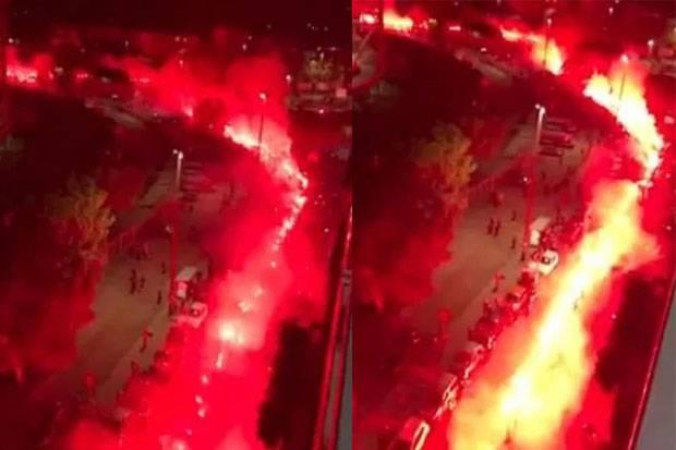 Napoli Membara! Ring of Fire Fans Penghormatan untuk Maradona