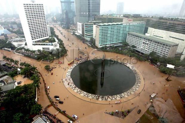 Hadapi Banjir Jakarta, Menko Luhut Terapkan Taktik Militer