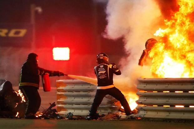 Insiden Grosjean Jadi Tontonan, Vettel: Kami Manusia dan Punya Keluarga