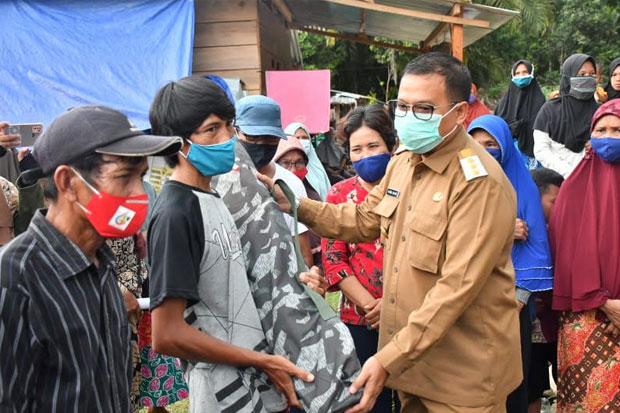Ratusan Pengungsi Banjir Bandang di Radda Dibantu Velbed