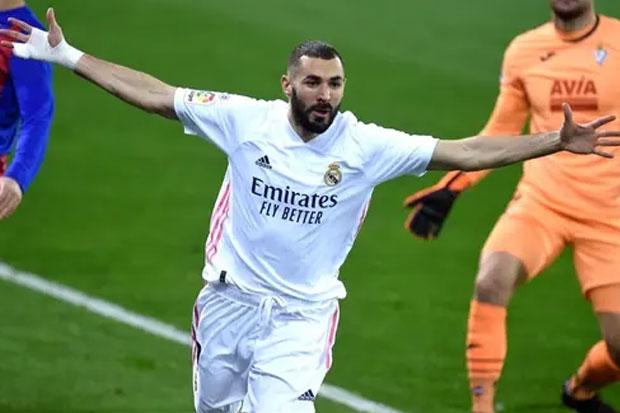Zidane Nilai Benzema dalam Performa Fenomenal untuk Real Madrid